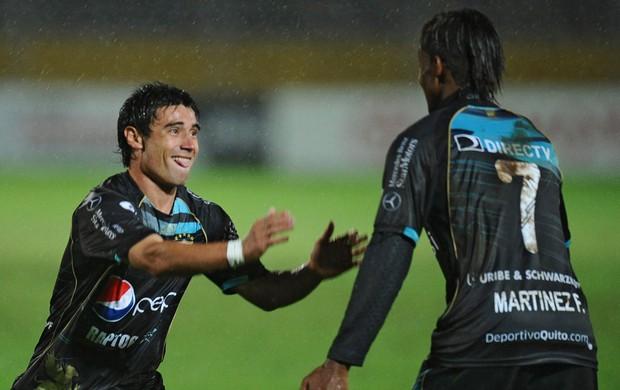Matias Alustiza e Fidel Martinez gol Deportivo Quito (Foto: AFP)