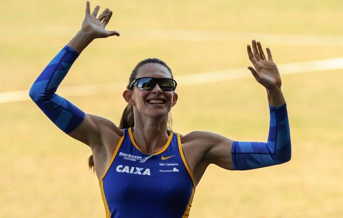 Fabiana Murer leva ouro, com recorde e liderança do ranking no Salto com Vara no Troféu Brasil de Atletismo (Foto: Agência Luz/BM&FBOVESPA)