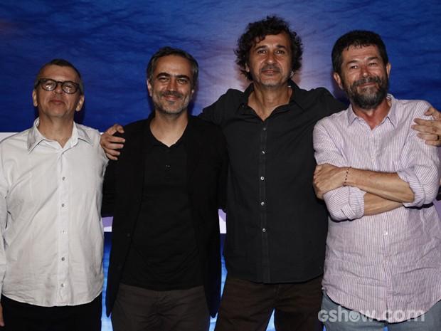 Os diretores Heitor Dhalia e José Alvarenga entre os autores Fernando Bonassi e Marçal de Aquino  (Foto: Inácio Moraes/TV Globo)