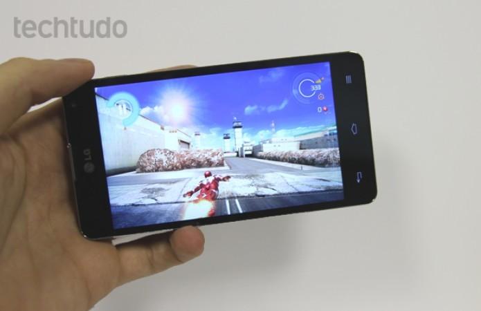 LG G Optimus oferece tela de 4,7 polegadas e processador quad-core (Foto: Elson de Souza/TechTudo)