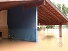 Moradores de Onda Verde esperam água baixar para recuperar estragos