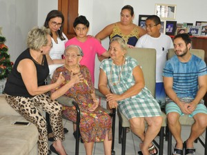 Família reunida em Cuiabá: filhos, netos, bisnetos e tataraneto. (Foto: Carolina Holland/G1)