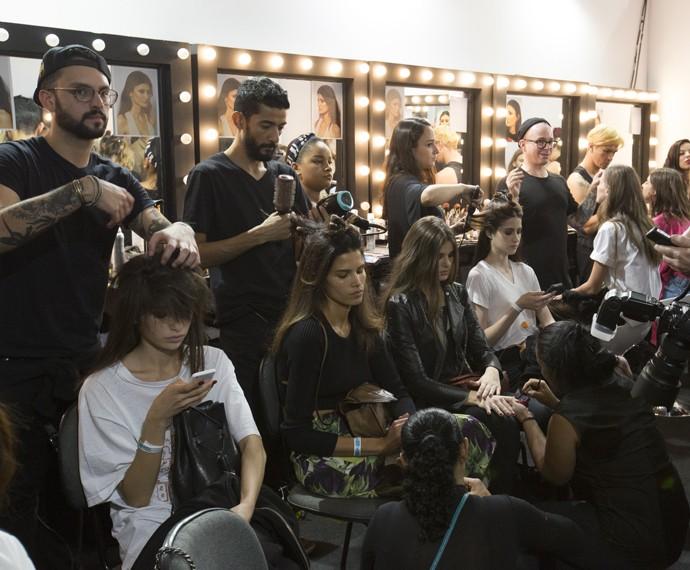 Camila se prepara para as gravações ao lado de Raica Oliveira (Foto: Felipe Monteiro/ Gshow)