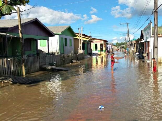 Rio Tarauacá ultrapassou os 10 metros nesta quarta-feira (15) (Foto:  Jyensveferpher Jardim/Arquivo Pessoal)