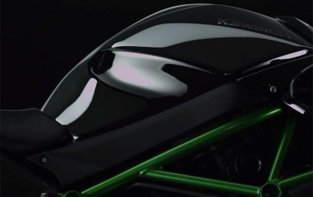Kawasaki H2 terá prata na pintura (Foto: Reprodução / Youtube)