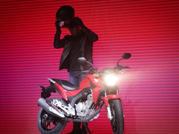 Honda CB Twister é apresentada no Salão Duas Rodas 2015 (Foto: Caio Kenji/G1)