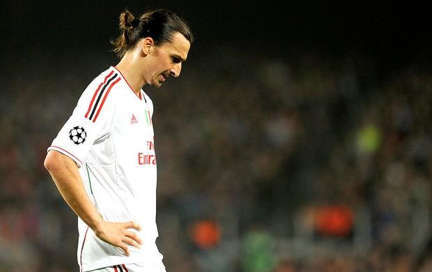 Ibrahimovic na derrota do Milan para o Barcelona (Foto: AFP)