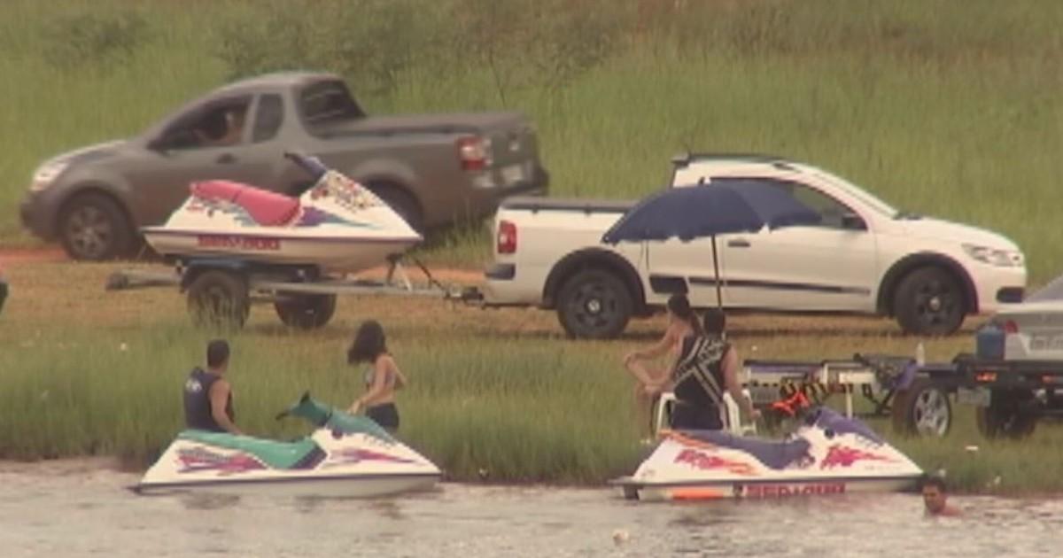 Banhistas desrespeitam avisos e usam até lanchas em lagoa proibida - Globo.com