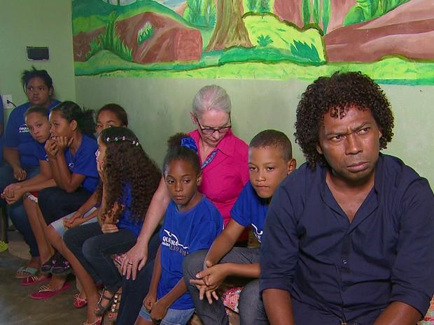 Integrantes da Orquestra de Câmara do Alto da Mina após assalto a ônibus (Foto: Reprodução/TV Globo)