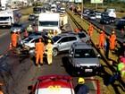 Batida com duas carretas e oito carros deixa dois feridos na Estrutural, no DF