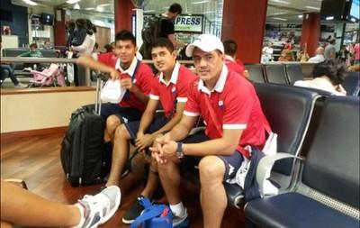 jogadores do Nacional no embarque (Foto: Divulgação / Facebook Oficial)