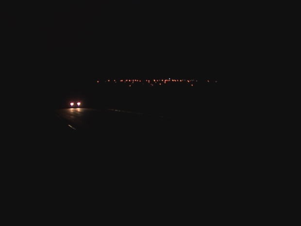 Não dá para diferenciar onde está rua e calçada, afirma eletricista (Foto: Reprodução/TV TEM)