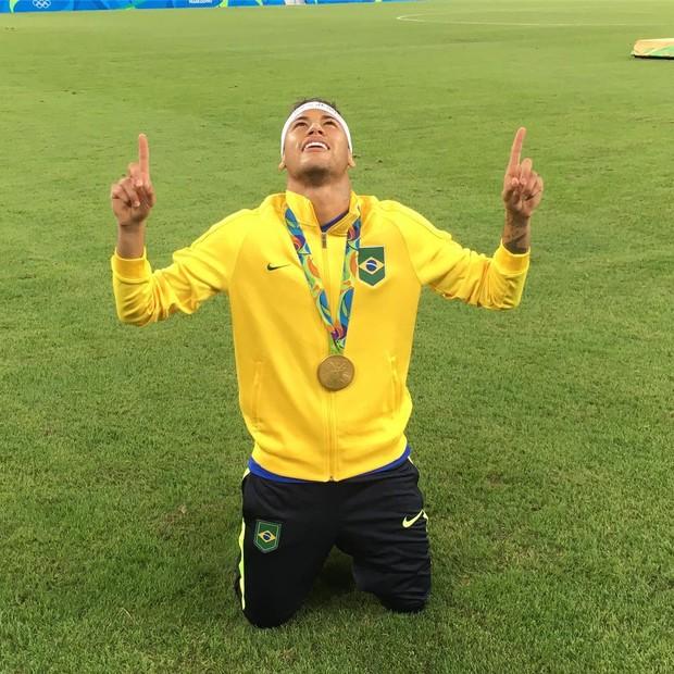 O post de Neymar mais curtido no Instagram em 2016 (2,1 milhões) foi o que ele aparece em uma foto comemorando a medalha de ouro na Olimpíada Rio 2016 (Foto: Reprodução/Instagram)