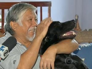 Yamamoto e negão, cachorro que fez vigilia no hospital (Foto: Reprodução)