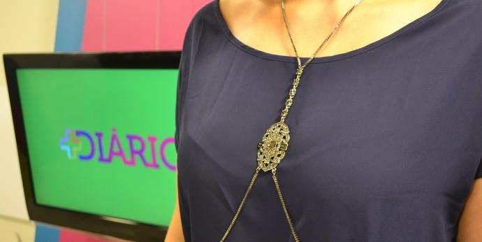 Look da Jessica: apresentadora entra na moda do 'Body chain' (Foto: Reprodução / TV Diário)