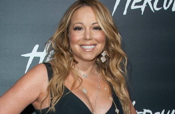 Não basta contratar um motorista para levar Mariah Carey por aí. Quem produz um show da diva tem de providenciar também um chofer para os cães dela! E é outra popstar que faz questão de um closet totalmente branco. Por que será que essa cor é tão querida pelas estrelas? (Foto: Getty Images)
