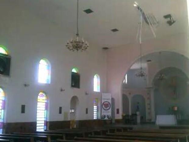Divinópolis, igreja, acidente, queda (Foto: G1)