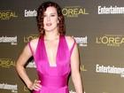 Filha de Demi Moore capricha no decote para ir a festa em Los Angeles