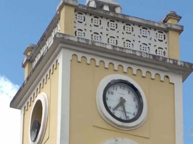 Igreja de Itabuna usa cornetas para substituir sinos  (Foto: Reprodução / TV Bahia)