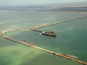 Empreendimento é formado pelo Terminal 1 (T1 - offshore) e pelo Terminal 2 (T2 - onshore) (Foto: Divulgação/Prumo)