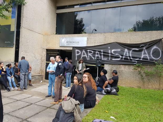 Servidores de Petrópolis fazem paralisação (Foto: Bruno Rodrigues/G1)