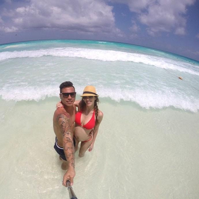 Vargas e namorada Cancún  (Foto: Reprodução / Instagram)