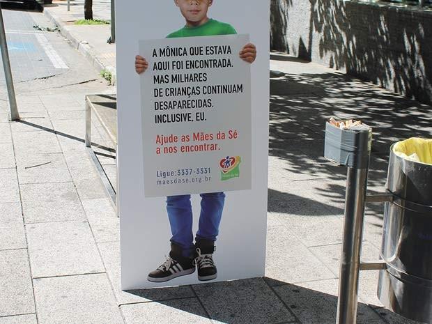 Cartaz sobre campanha desaparecida (Foto: Cristiano Rodrigues/G1)