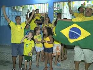 Alagoanos capricham na torcida durante jogos (Foto: Reprodução/ TV Gazeta)