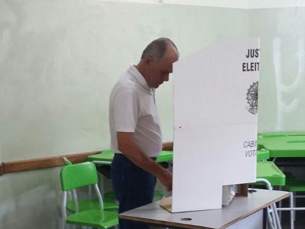 Candidato a prefeito Lauro Davi (PROS) vota em Campo Grande (Foto: Laureane Schimidt/TV Morena)