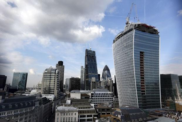 """O prédio conhecido como """"Walkie Talkie"""", em Londres, que ganhou um prêmio de arquitetura bizarra (Foto: Stefan Wermuth/Reuters)"""