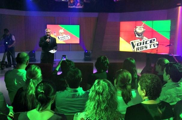 Cezar Freitas comandou o evento de entrega do Prêmio RBS de Jornalismo e Entretenimento na RBS TV (Foto: Gabriela Haas/RBS TV)