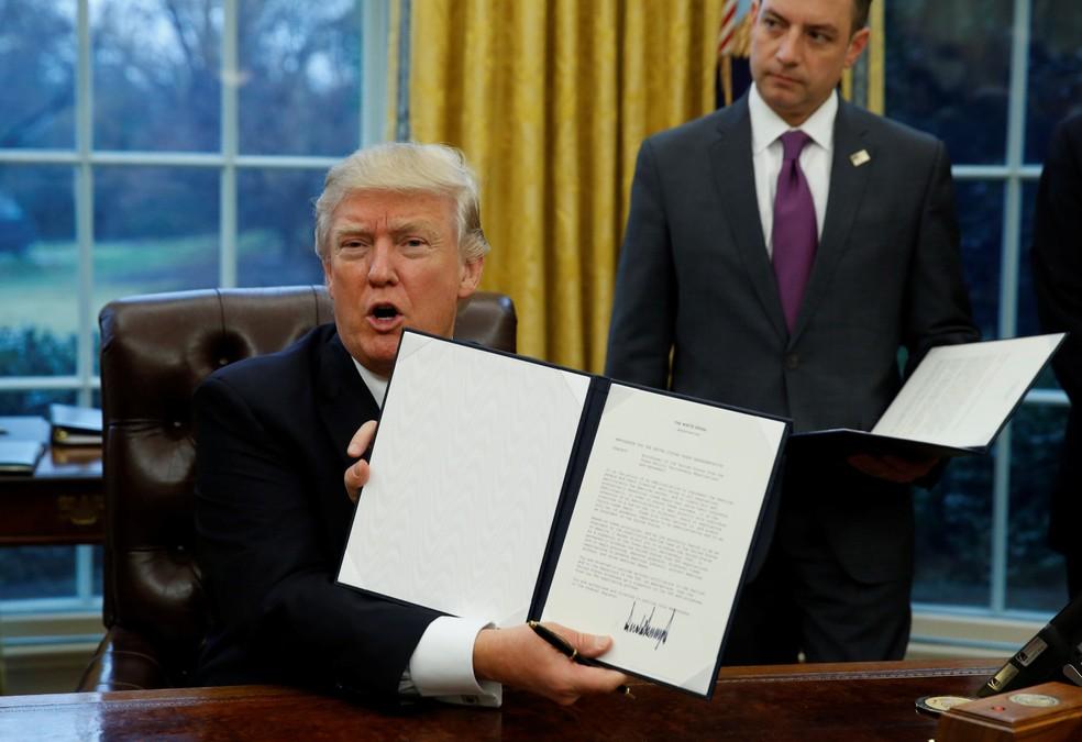 Em seu primeiro dia no cargo, Trump deixou o TPP (Acordo Transpacífico de Cooperação Econômica) (Foto: Kevin Lamarque/Reuters)