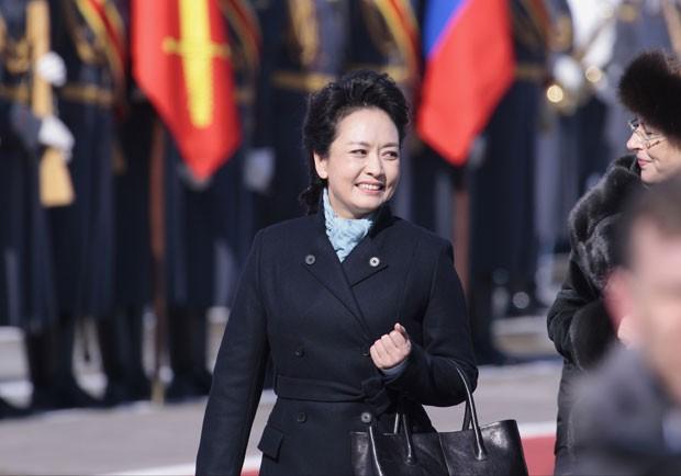 Chineses elogiaram sua elegância e já a comparam a Carla Bruni (Foto: Ivan Sekretarev/AP)