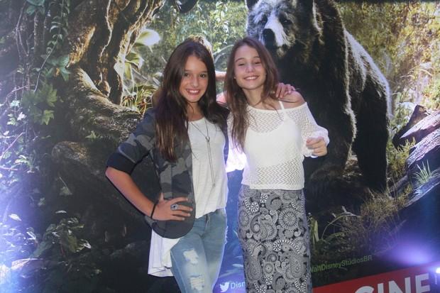 A atriz mirim Kiria Malheiros e a participante do The Voice Kids Mari Cardoso (Foto: Roberto Filho/Brazil News)