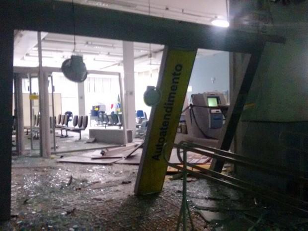 Segundo a PM, pelo menos cinco pessoas participaram da explosão em Candeias (Foto: Diário Campo Belo)