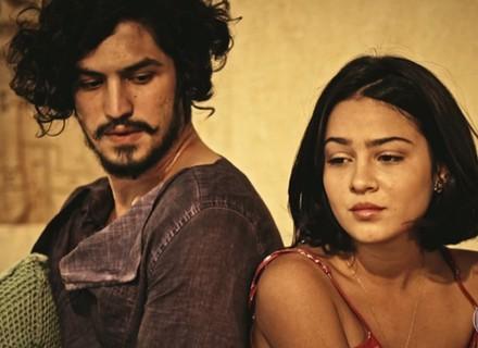 Miguel e Olívia percebem clima de intimidade entre Sophie e Lucas