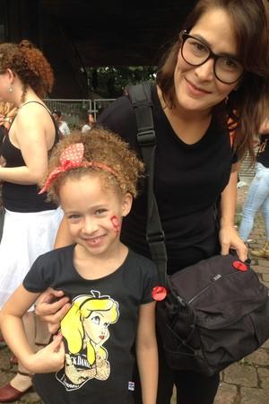 Andrezza Baggio com a filha Julia  (Foto: Juliana Pinho e Vitória Batistotti )