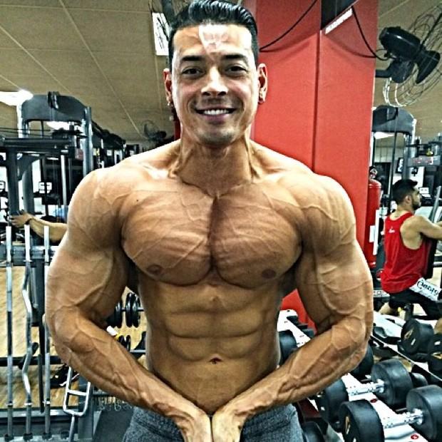 Felipe Franco posa sem camisa e exibe físico sarado (Foto: Instagram/ Reprodução)