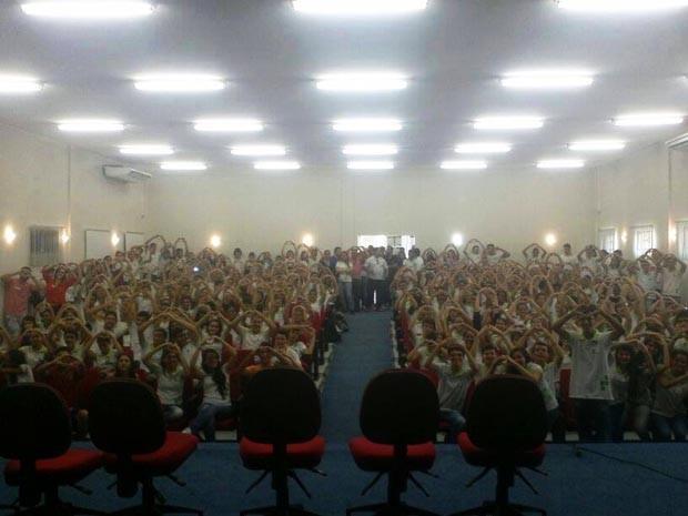 Estudantes protestaram pedindo punição ao professor (Foto: Neto Alves/Arquivo Pessoal)