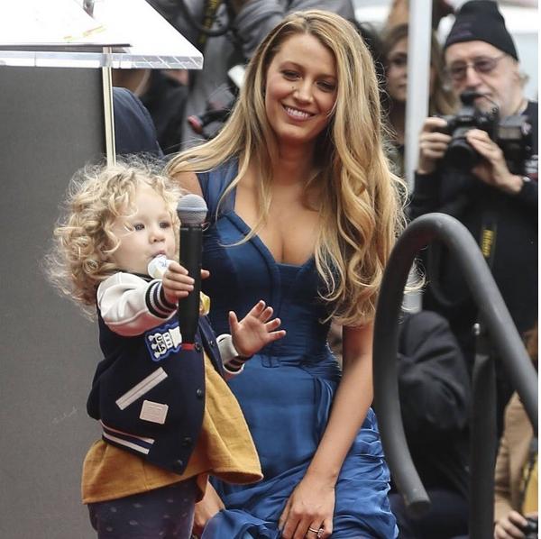 Blake Lively com uma de suas filhas (Foto: Instagram)
