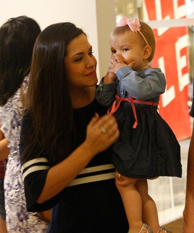 Thaís Fersoza com a filha, Melinda (Foto: Agnews)