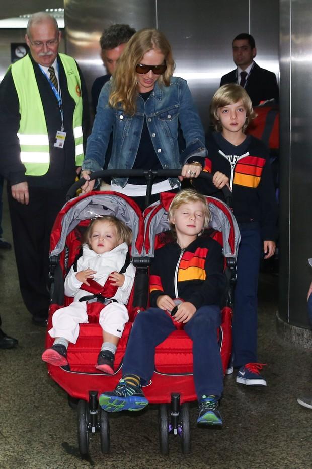 Angélica com os filhos (Foto: Manuela Scarpa / Foto Rio News)