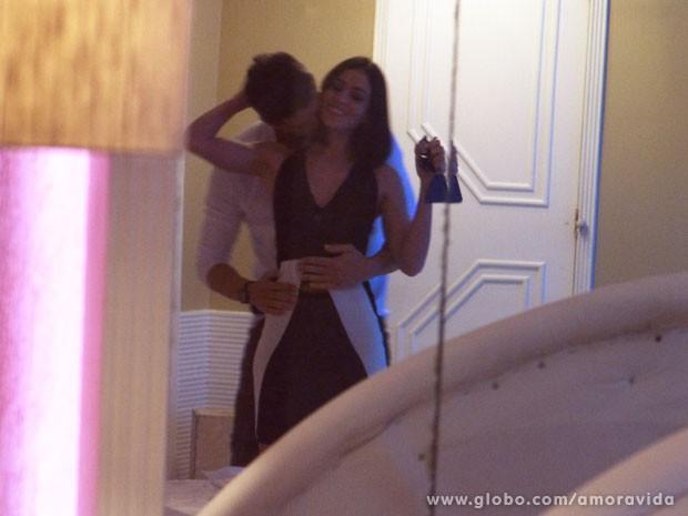 Casal resolve dar o troco nos parceiros (Foto: Amor à Vida/ TV Globo)