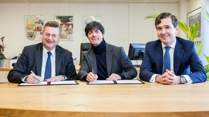 Joachim Löw amplia contrato com a Alemanha até 2020