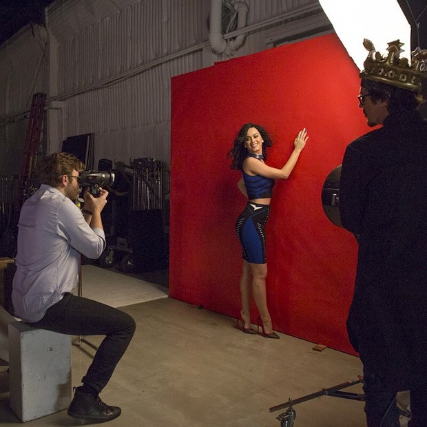 Katy Perry sendo fotografada por Miller Mobley  (Foto: Reprodução)