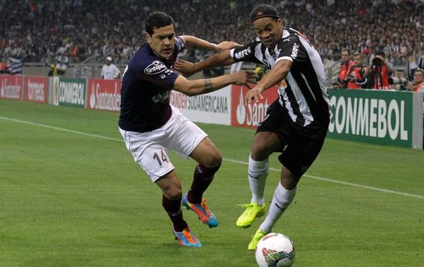 Ronaldinho gol Atlético-MG (Foto: Reuters)