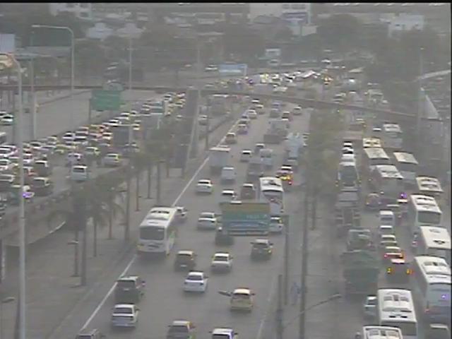 Avenida Brasil tinha trânsito lento às 17h (Foto: Divulgação / Centro de Operações)