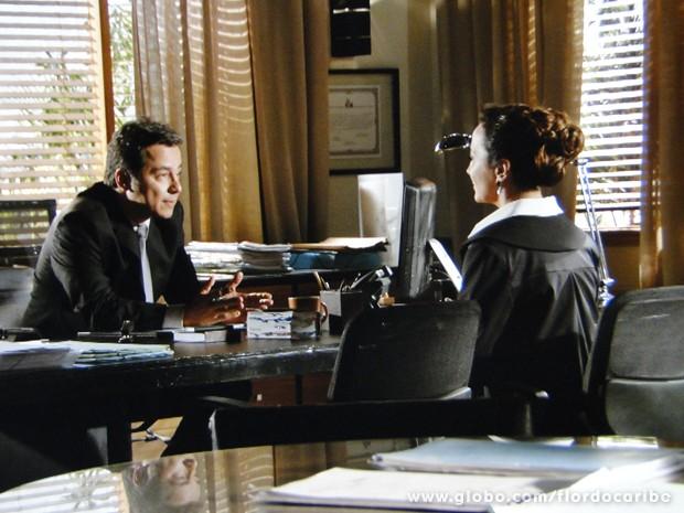 Guiomar decide procurar advogado de Ester para acertar situação de Candinho (Foto: Flor do Caribe/TV Globo)