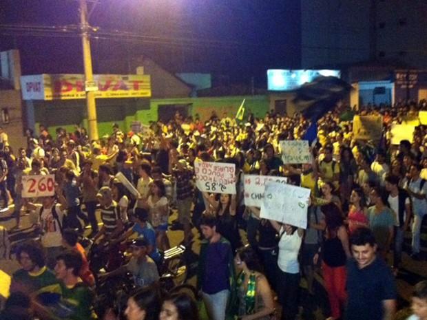 Caminhada pacífica foi menor do que no primeiro protesto (Foto: Fernanda Resende/G1)