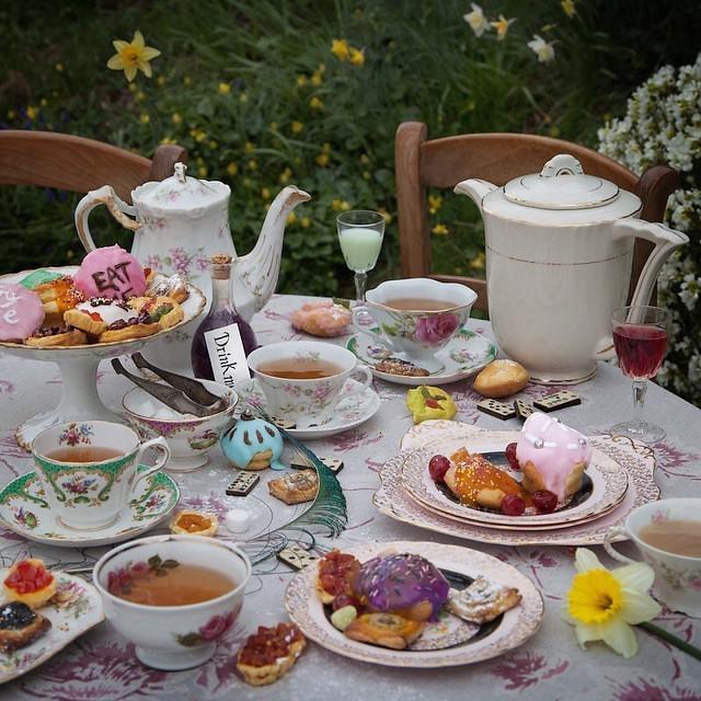 O chá de Alice no País das Maravilhas (Foto: Reprodução/Instagram)